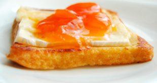 Французские тосты с абрикосовым джемом и сыром