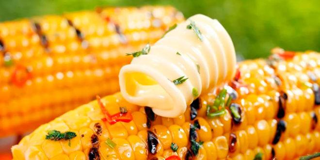 Кукуруза гриль с тремя соусами