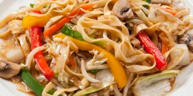 Маринованная сельдь с рисовой вермишелью по-азиатски